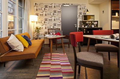 mo goshtasb stylekompass. Black Bedroom Furniture Sets. Home Design Ideas